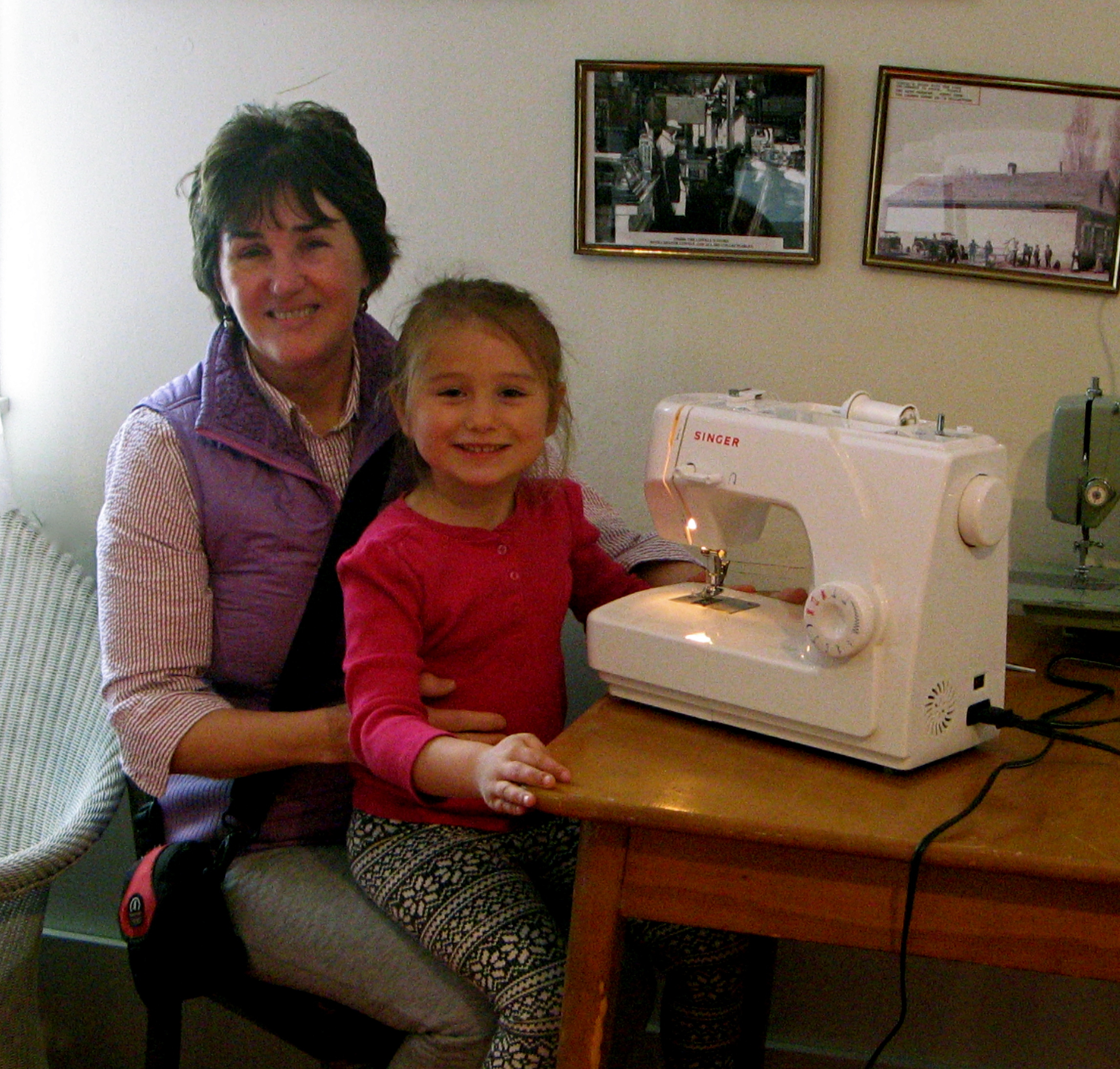 2015 / SWD Donates Two Sewing Machines to 4H Program